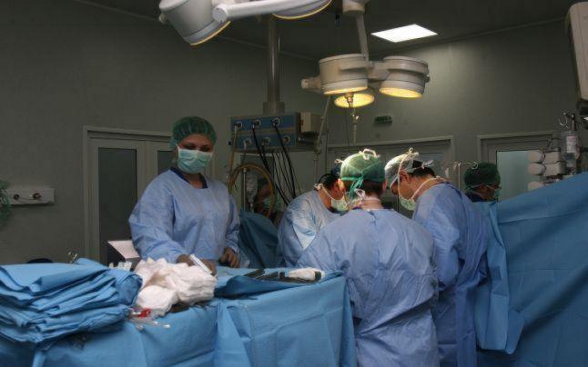 """Medicină românească: intervenţii chirurgicale făcute la 34 de grade Celsius. """"Am avut medici cărora le-a venit rău, au căzut din picioare în timpul operaţiei"""""""