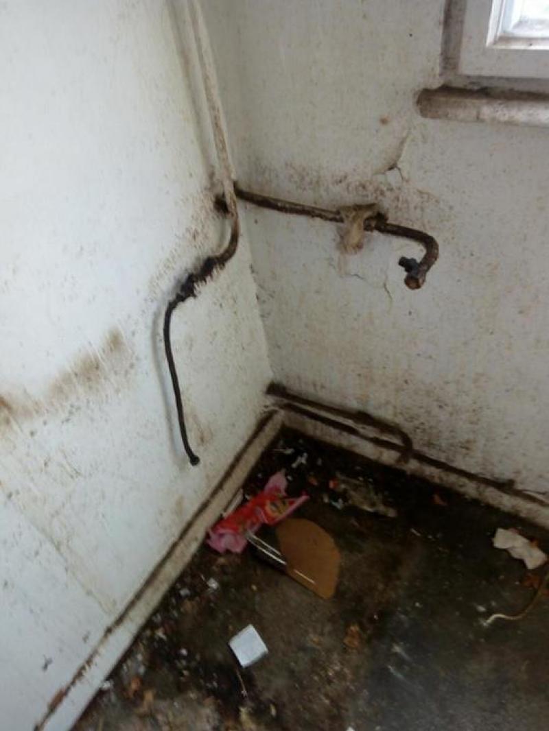 FOTO revoltătoare | Cum arată locuințele de serviciu destinate medicilor din Galați