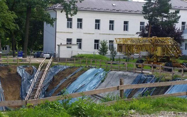 Construirea Centrul de Radioterapie Oncologică de la Spitalul Judeţean Suceava a fost blocată după ce firma constructoare a pus carul înaintea boilor.