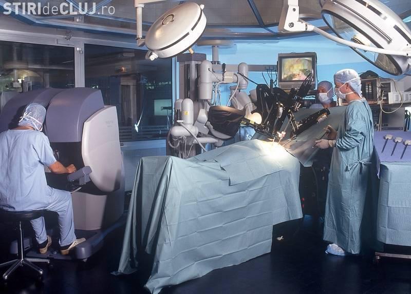 Cluj: Un robot chirurgical de 2 milioane de euro ZACE nefolosit de mai bine de doi ani. Motivul e ȘOCANT